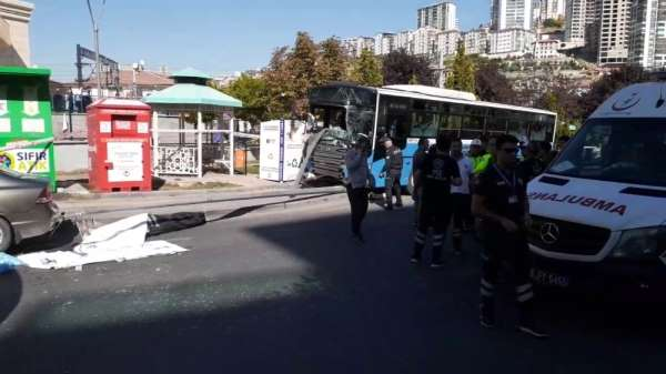 Ankara Mamak'ta özel halk otobüsü, yolcuların bulunduğu durağa girdi. Kazada ölü