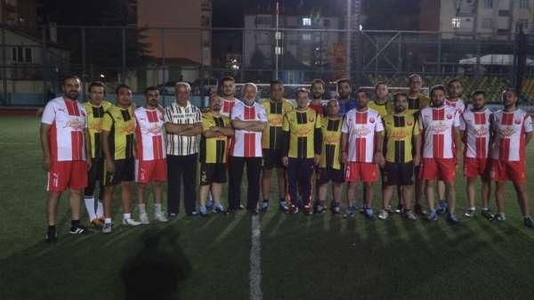 Başkanın 4 gol attığı maçta gazeteciler galip geldi: 10 - 9