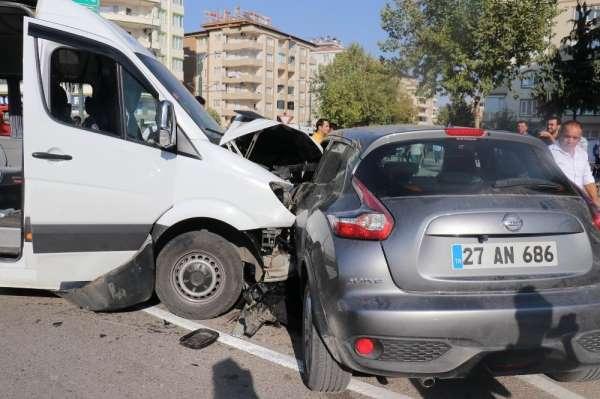 Gaziantep'te öğrenci servisi kaza yaptı: 6 yaralı