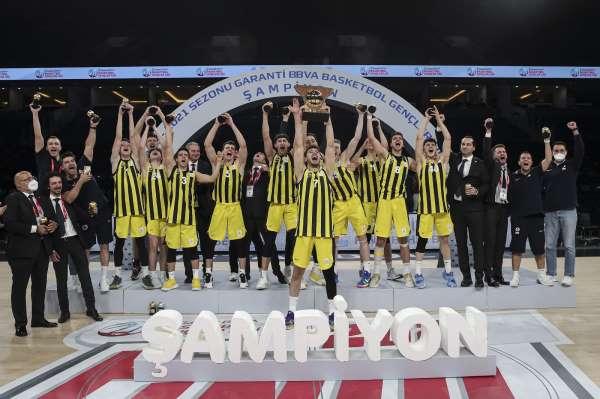 Basketbol Gençler Liginde şampiyon Fenerbahçe