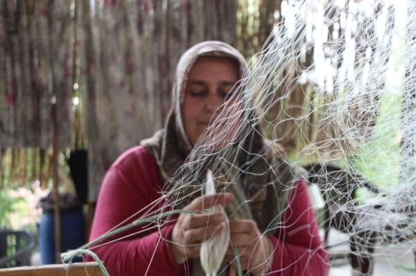 Bu kadınlar dantel yerine balık ağı örüyor