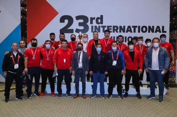 Bursa Büyükşehir Belediyespor madalyaya doymuyor