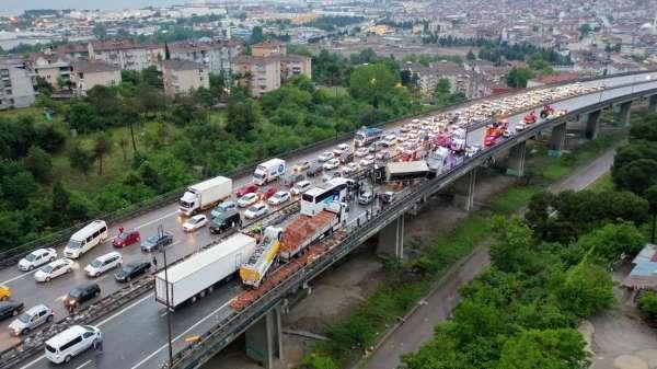 Feci kazanın kapattığı TEMin İstanbul istikameti 8 saat sonra trafiğe açıldı