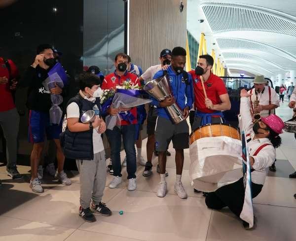 THY Euroleague şampiyonu olan Anadolu Efes, Türkiyeye geldi.