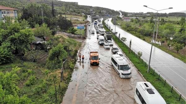 Tokatta sağanak ve dolu yağış hayatı olumsuz etkiledi