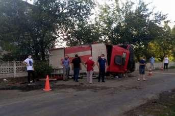 Samsun'da yangına giden itfaiye aracı devrildi: 2 yaralı