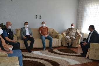 Vali Akbıyık'tan şehit ailesine bayram ziyareti