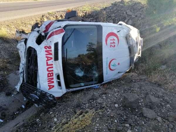 Yozgatta ambulans kaza yaptı: 3 yaralı