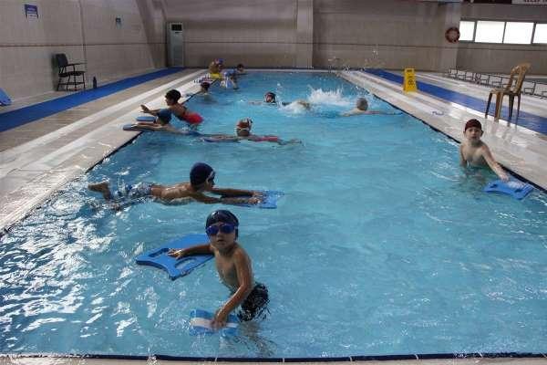 Yüzmede antrenmanlar devam ediyor