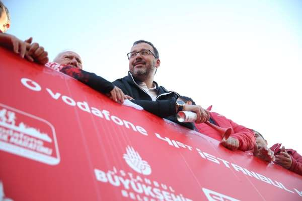 Bakan Kasapoğlu: 'Spor toplumu olma yolunda geleceğe yürüyoruz'