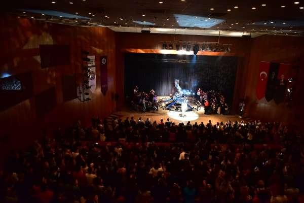 Bir Delinin Hatıra Defteri Anadolu Üniversitesi Uluslararası Tiyatro Festivali
