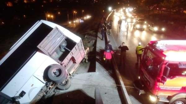 Makas atan sürücü kazaya neden oldu: 7 yaralı