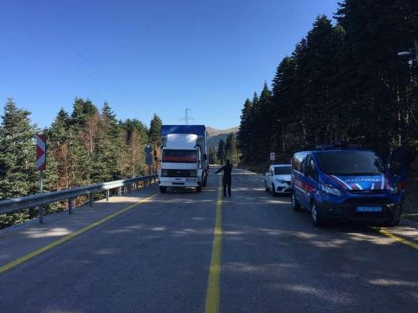 Uludağ'a kar yağdı, sezonun ilk kar kazasında 4 kişi yaralandı