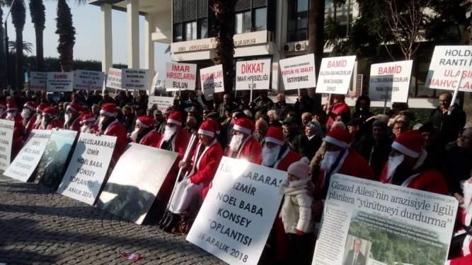 Arsa mağdurlarından 'Noel Baba' kıyafetli eylem