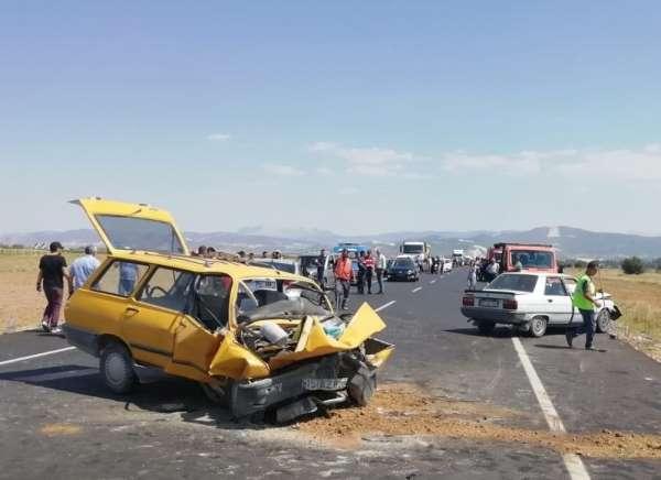 Burdur'da trafik kazası : 1 ölü, 9 yaralı