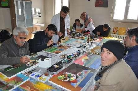 Yüksekova'da hastalar sanatla topluma kazandırılıyor