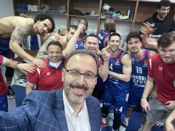 Bakan Kasapoğlu: Final-Foura kalan Anadolu Efesi tebrik ederim