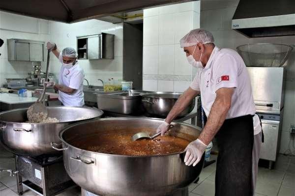 Bingölde kazanlar ihtiyaç sahipleri için kaynıyor, yemekler evlere ulaştırılıyor