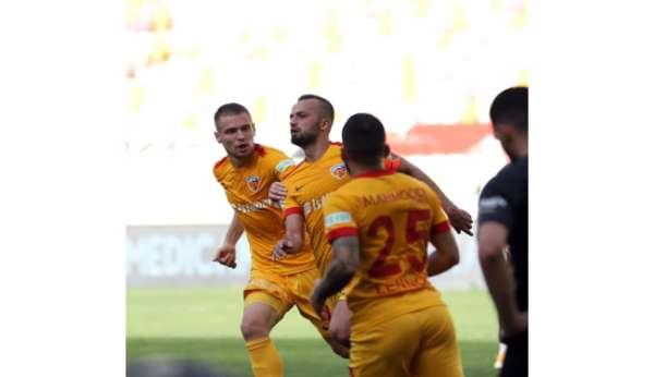 İlhan Parlak gol sayısını 9a çıkardı