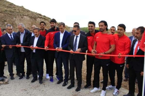 Aşkale'de spor sahası açılışı yapıldı