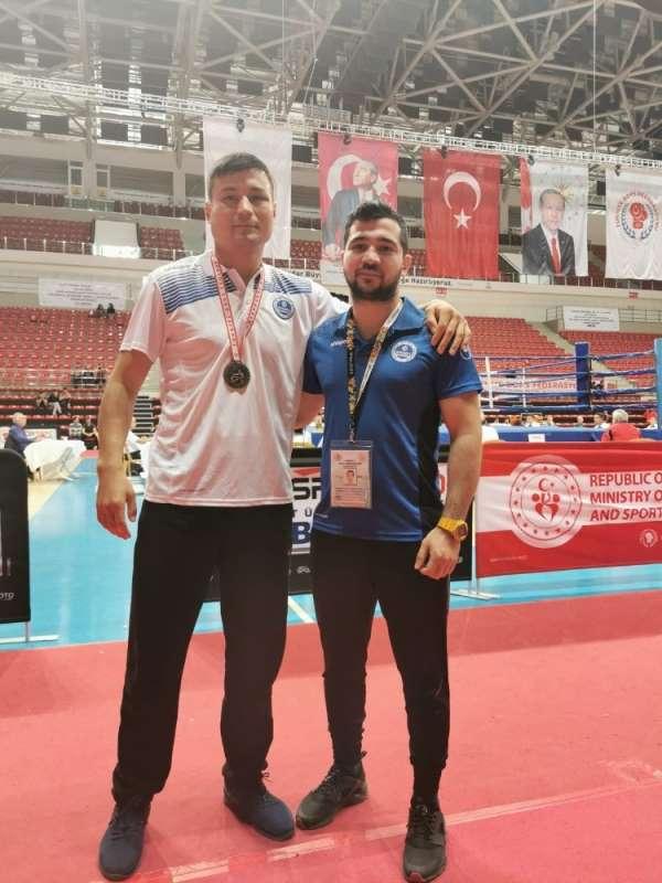 Kağıtsporlu boksör, Türkiye Şampiyonası yolcusu