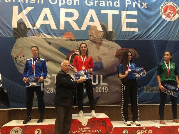 Kağıtsporlu sporcular karate turnuvasında madalyaları topladı
