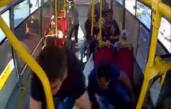 (Özel) Avcılar'da 5 kişinin yaralandığı kaza anı otobüs kamerasında