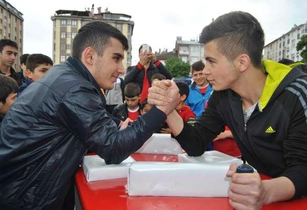 Sivas'ta bilek güreşi yarışması düzenlenecek