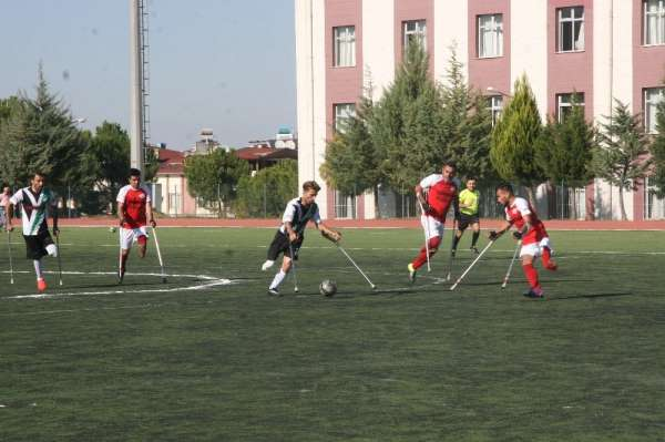 Ampute 1. Futbol Ligi Denizli'de yapılan açılış maçı ile başladı