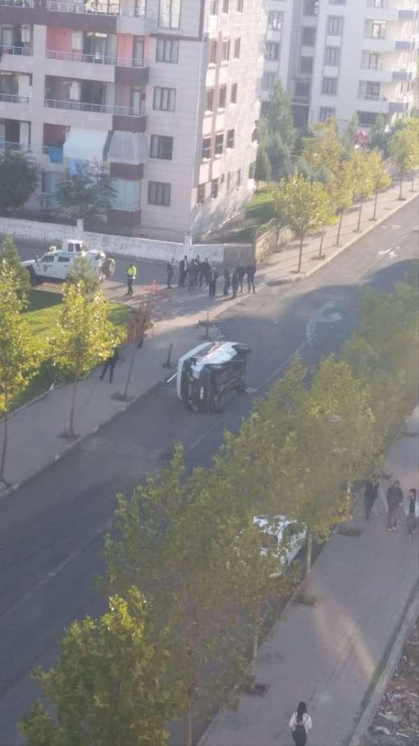 (Düzeltme) Diyarbakır'da servis aracı kaza yaptı: 5 yaralı