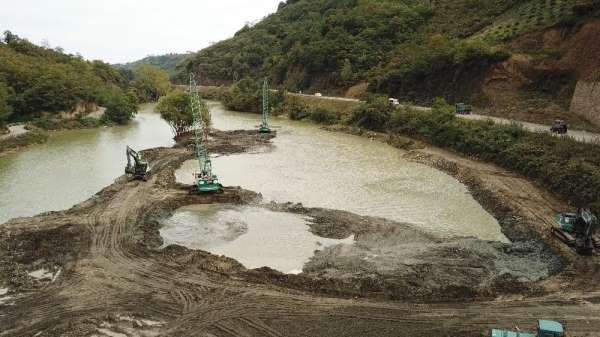 Sera Gölü'nü çamur ve balçıktan temizlemek için yürütülen çalışmalar sürüyor