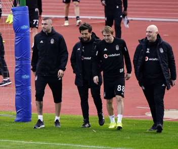 Burak Yılmaz Beşiktaş'ta ilk antrenmanına çıktı