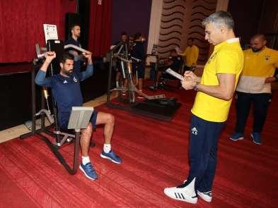 Fenerbahçe salonda kuvvet çalıştı