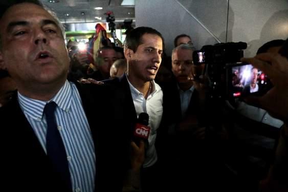 Guaido, Venezuela'ya döndü