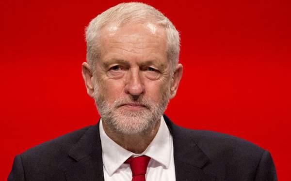 Corbyn'e yumurtalı saldırı