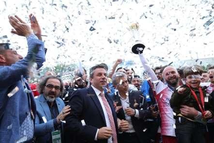 Hekimoğlu Trabzon, şampiyonluk kupasını kaldırdı
