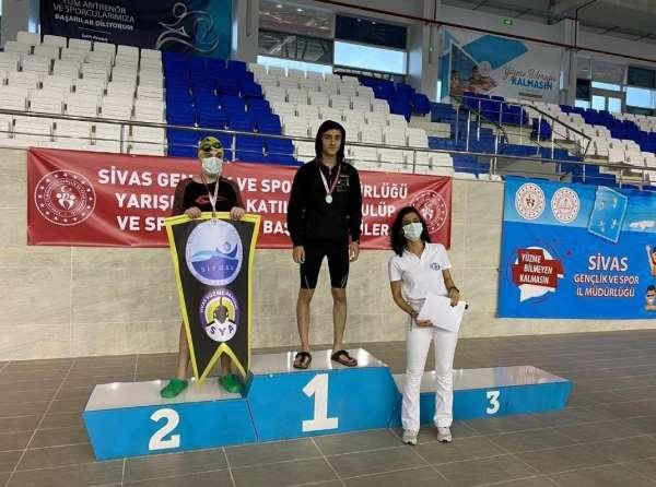 Genç yüzücüden büyük başarı