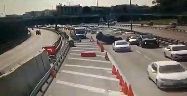Avrasya Tüneli girişinde otomobil takla attı: Kaza anı kamerada