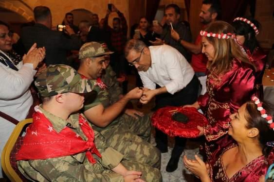 Özel gençlere asker kınası