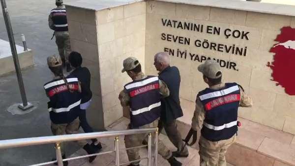 Belediyedeki faaliyetleri terör örgütüne aktaran HDP'li meclis üyeleri yakalandı