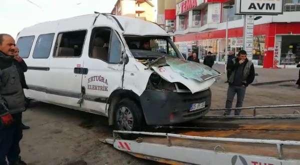 Erzurum servis minibüsü kaza yaptı: 5 yaralı
