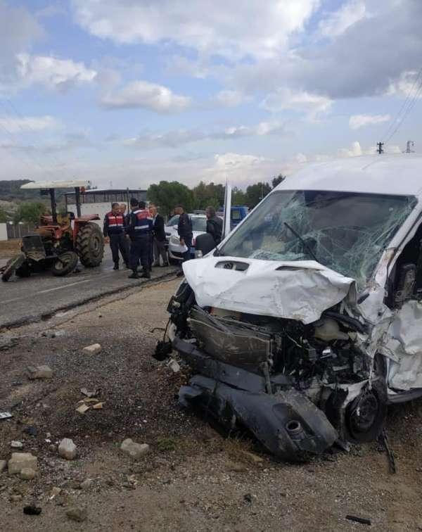 İzmir'de feci kaza: 1 ölü, 1'i ağır 3 yaralı