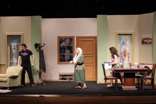 Şafak Sezer'den tiyatrolar boş kalmasın çağrısı