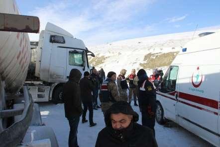 Erzurum'da 10 aracın karıştığı zincirleme trafik kazası: 1 ölü
