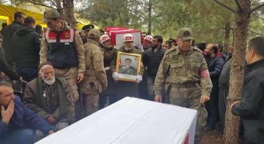 Şehit uzman çavuş, 7 ay önce öldürülen anne ve babasının yanına defnedildi