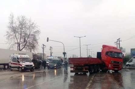 Mersin'de yağmur zincirleme kazaya neden oldu