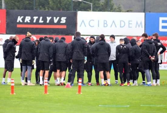 Beşiktaş, Yağmur Altında Çalıştı