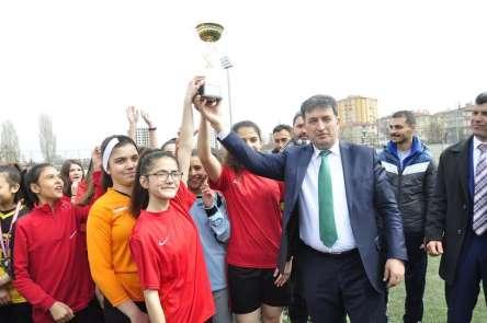 Okullar arası yıldızlar futbol şöleni tamamlandı