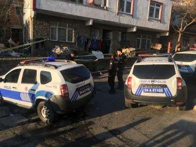 Gaziosmanpaşa'da Yıldıztabya Mahallesi Mehmet Çolak Sokak'ta bir bina patlama me