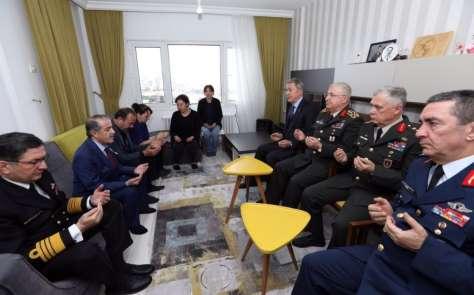 Milli Savunma Bakanı Akar, şehit ailesini ziyaret etti